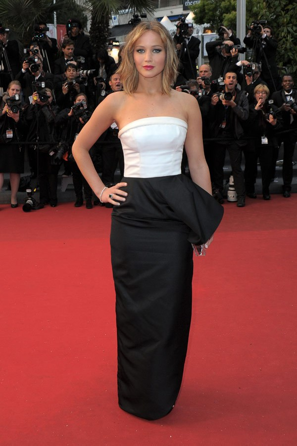 jennifer-lawrence-blk-and-wht-dress-ftr1