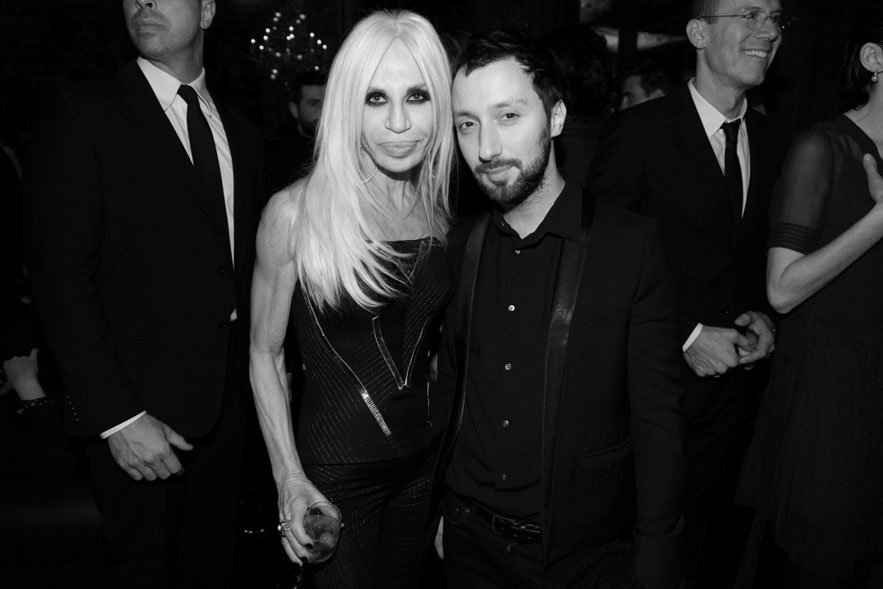 anthony_vaccarello_et_donatella_versace_401535597_north_883x.1