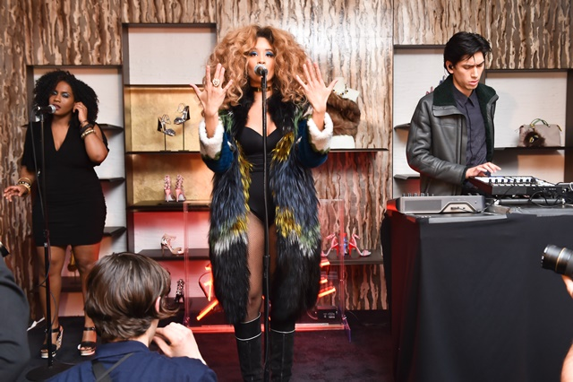 Lion Babe performing
